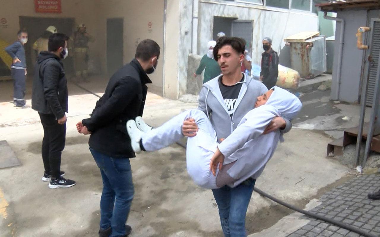 Bağcılar'da iş yerinde patlama yaralı işçiyi kucaklarında taşıdılar