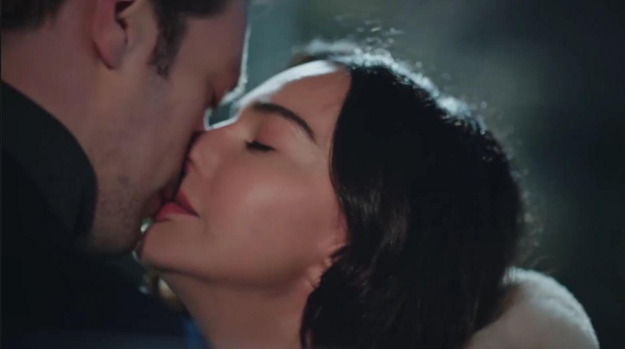 Camdaki Kız'da 6 kere öpüşen Hande Ataizi 'bana geçmedi' deyip anlattı!