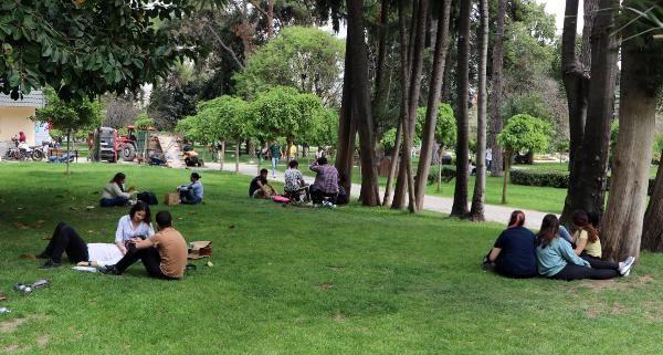 Termometre 41 dereceyi gösterdi! Adanalılar koronavirüsü unutup parklara akın etti