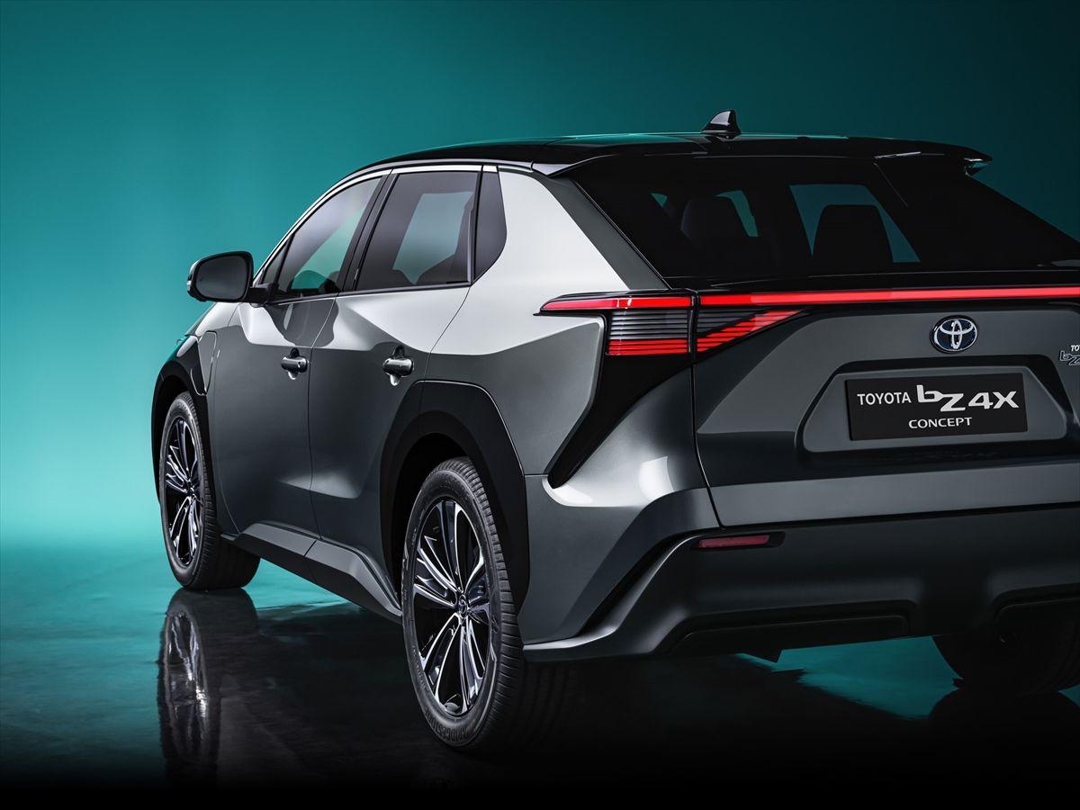 Toyota elektrikli C segmenti SUV modelini tanıttı göz kamaştırdı