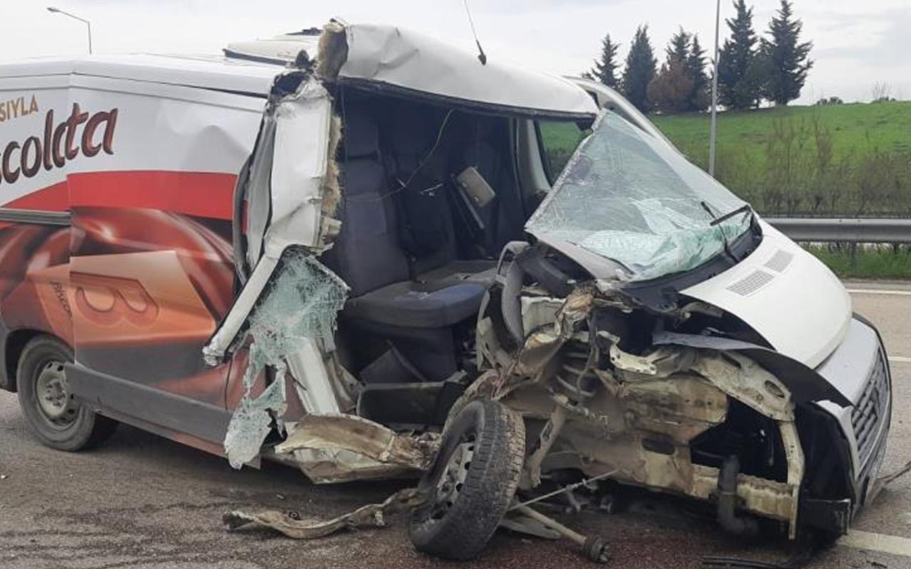 Bursa'da feci kaza! Hafriyat kamyonu minibüse çarptı: Sarsıntı hissettim