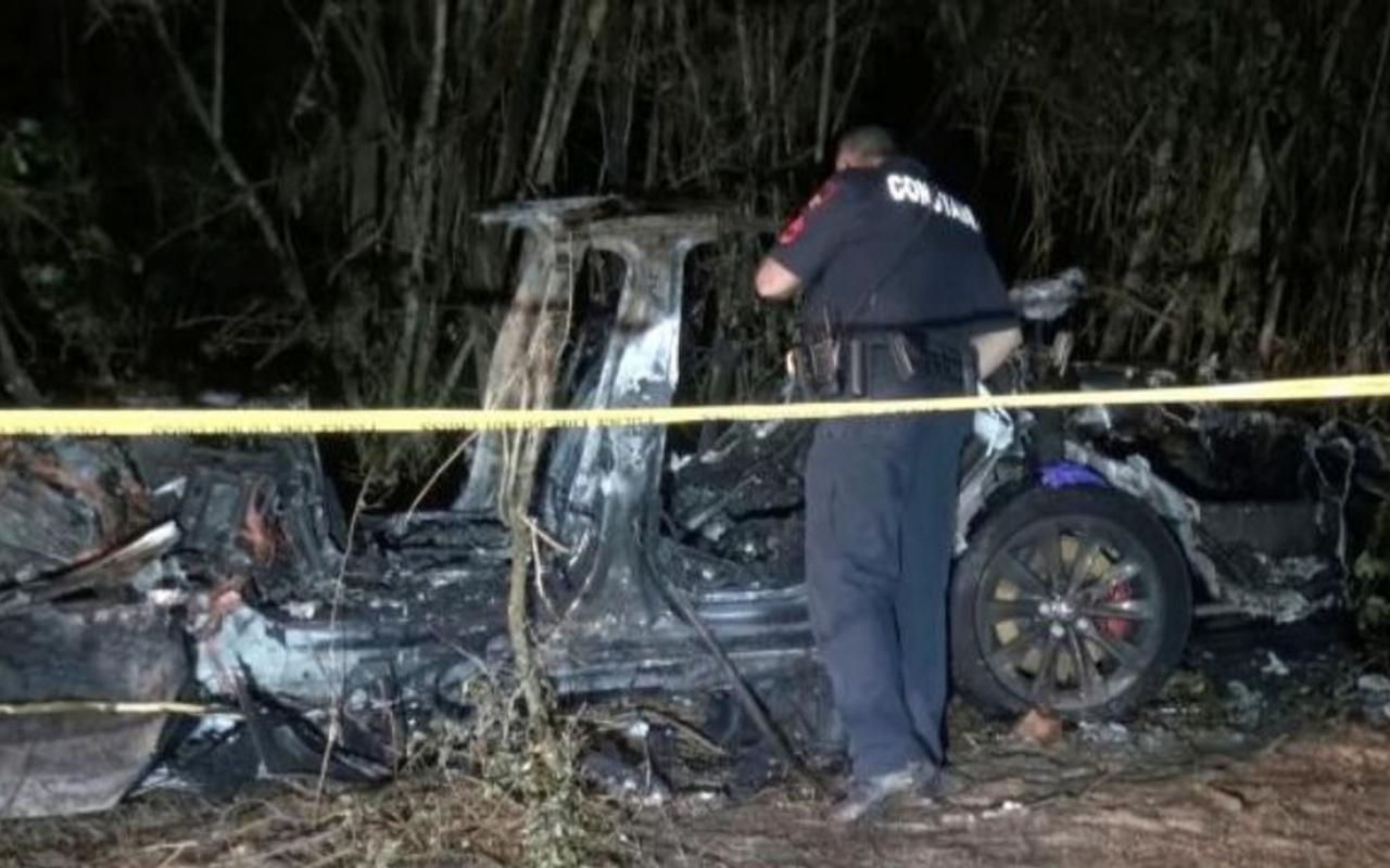 Sürücüsüz Tesla otomobil kaza yaptı: Ölüler var