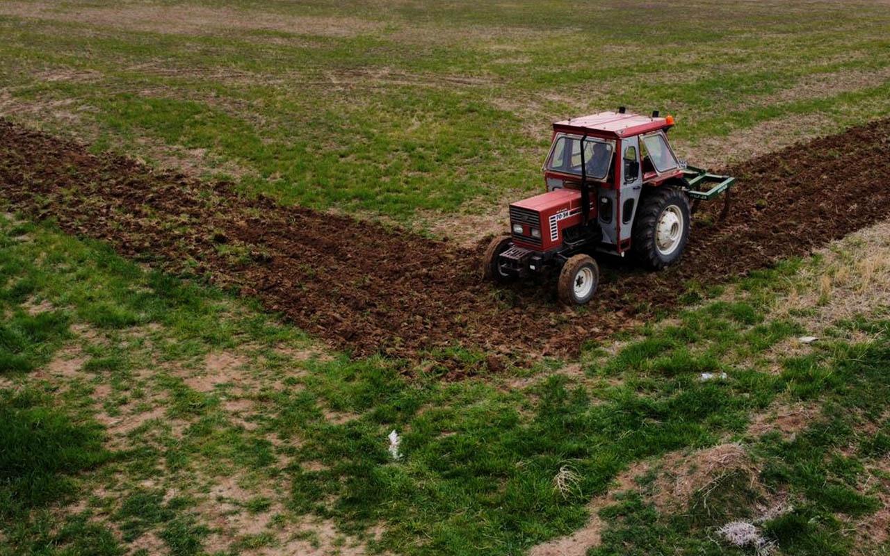 Kırşehir'de çiftçinin traktörle tarlasına çizdiği şekli görenler büyülendi! İşte o anlar