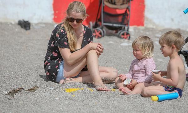 Salgını umursamadılar! Antalya'da plajlar turistlerle doldu taştı