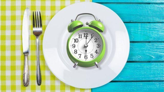 8 saat diyeti listesi örnek menü 3 haftada 10 kilo verdiriyor!