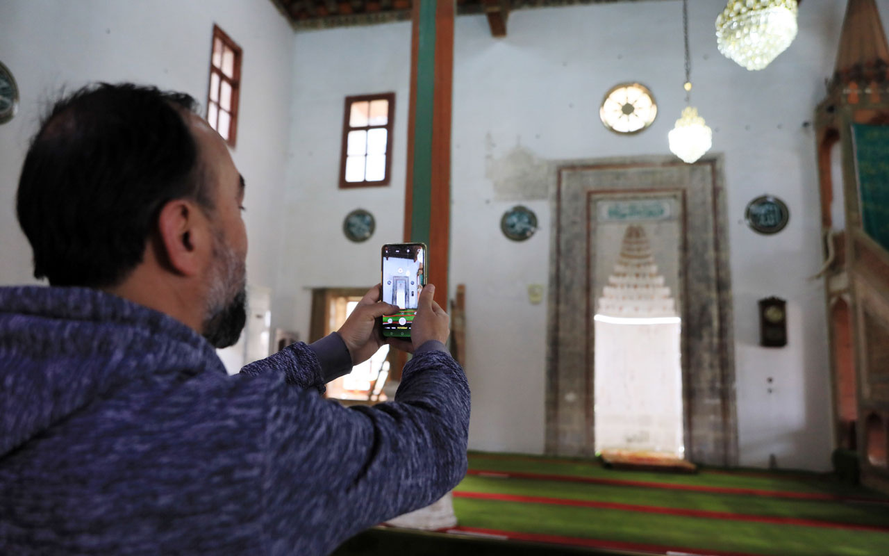 Burdur'da 900 yıllık camide endişeli ibadet! Duvardaki deliklerin sırrı çözüldü