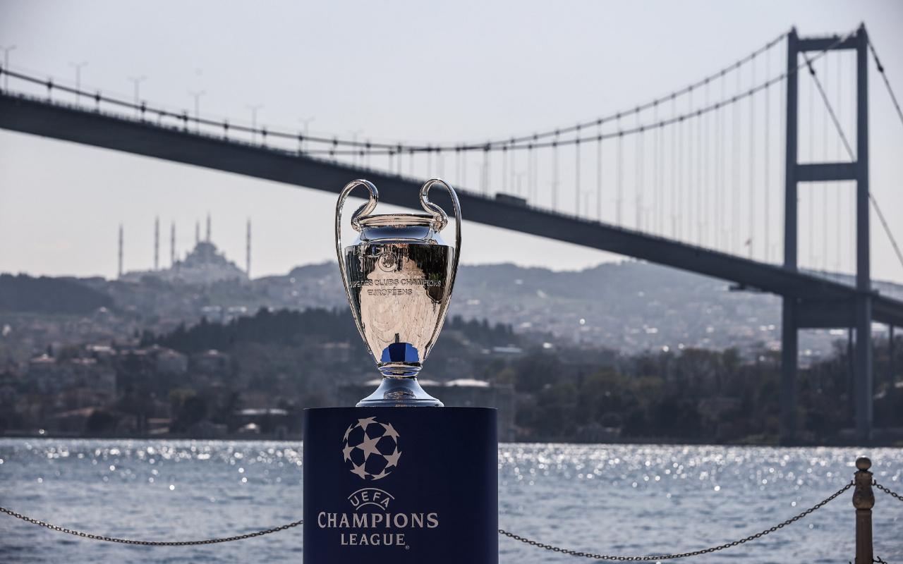 Şampiyonlar Ligi kupası İstanbul'da görücüye çıktı