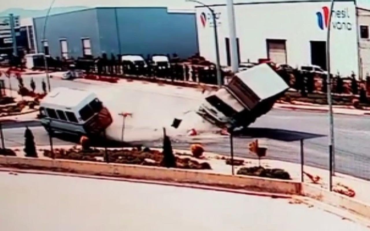 Konya'da kamyonet ve minibüs çarpıştı! Feci kazanın görüntüsü ortaya çıktı