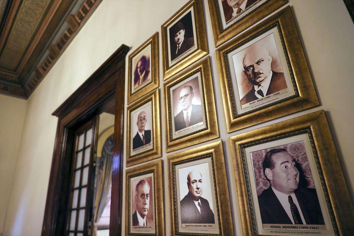 23 Nisan'ın ve yakın tarihin tanığı Cumhuriyet Müzesi 40 yıldır tarihseverleri ağırlıyor