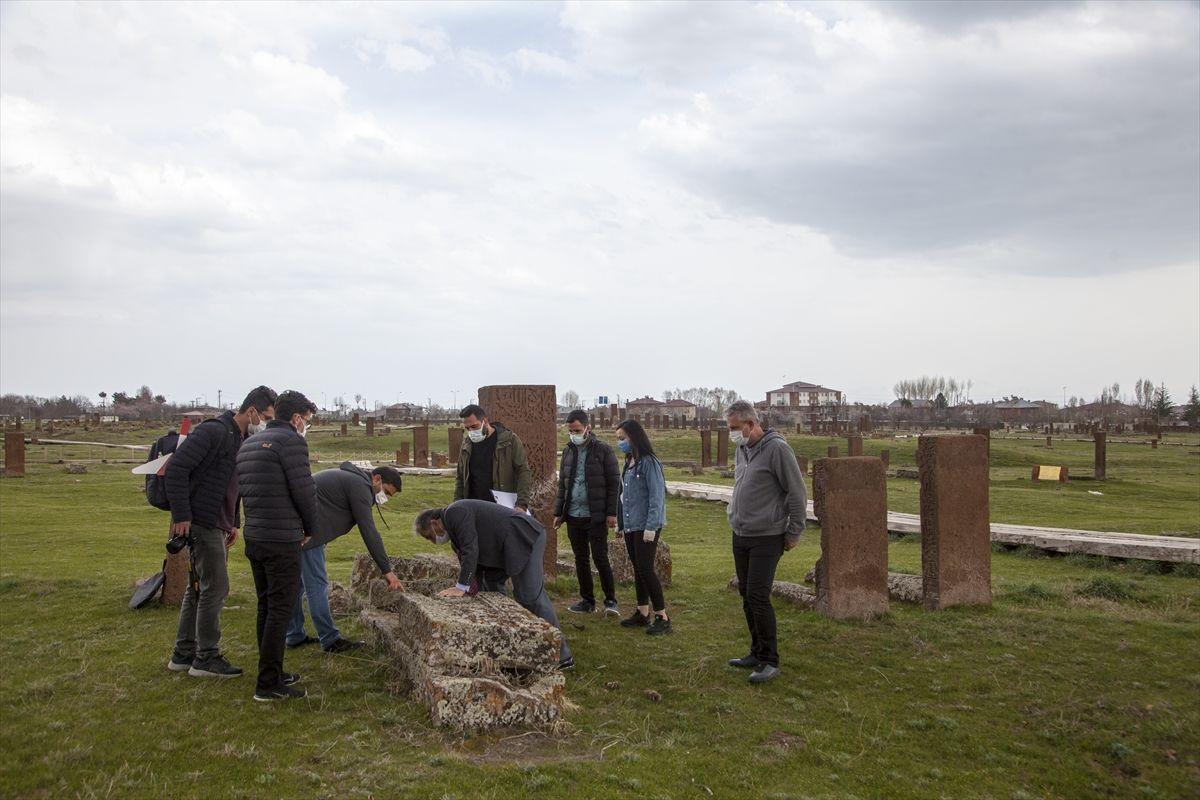 Ahlat Selçuklu mezarlığı bambaşka bir yüze kavuşuyor karekodlu uygulama