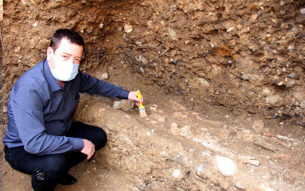 Tam bin 500 yıllık! Adıyaman'da iş makinesi tekeri battı topraktan çıkanlar inanılmaz!