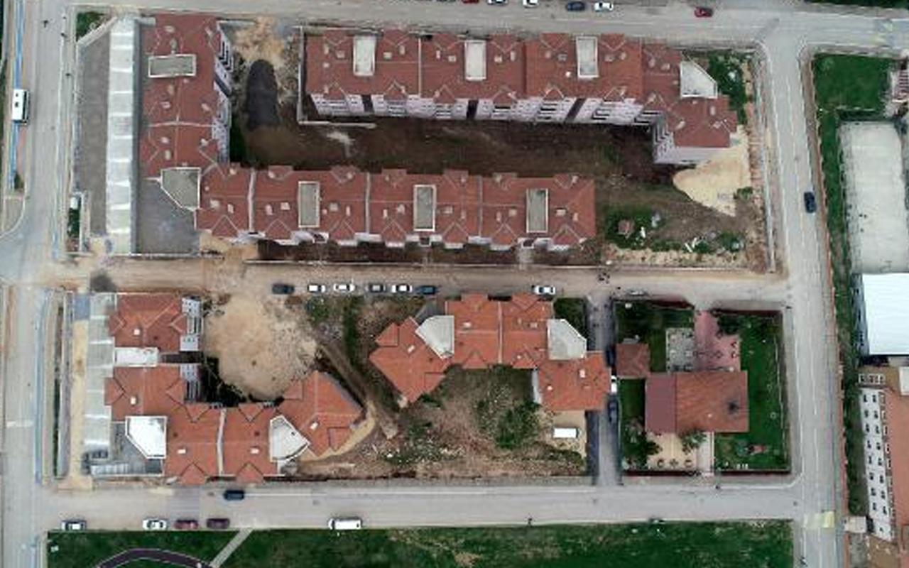 Bursa'da inşaatına 27 yıl önce başlanan site tamamlanamadı