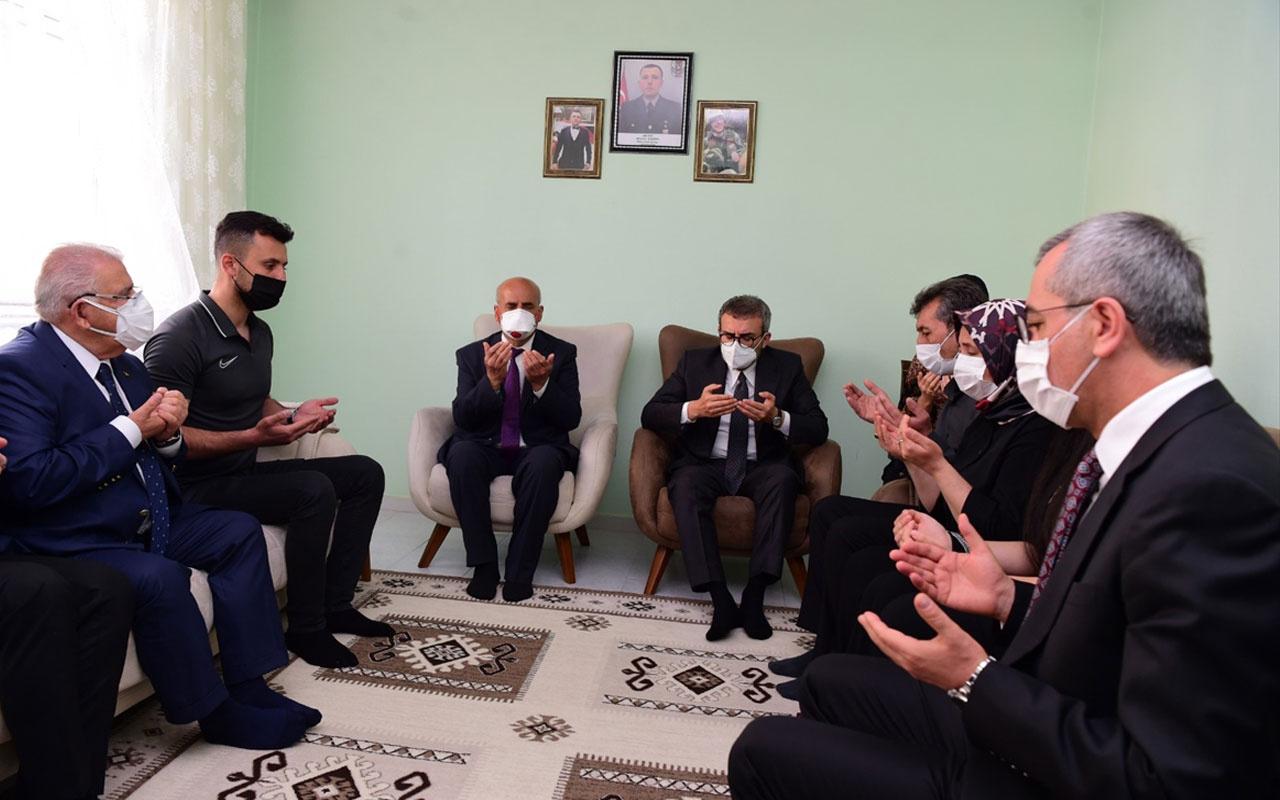 AK Parti Grup Başkanvekili Mahir Ünal şehit ailelerini ziyaret etti