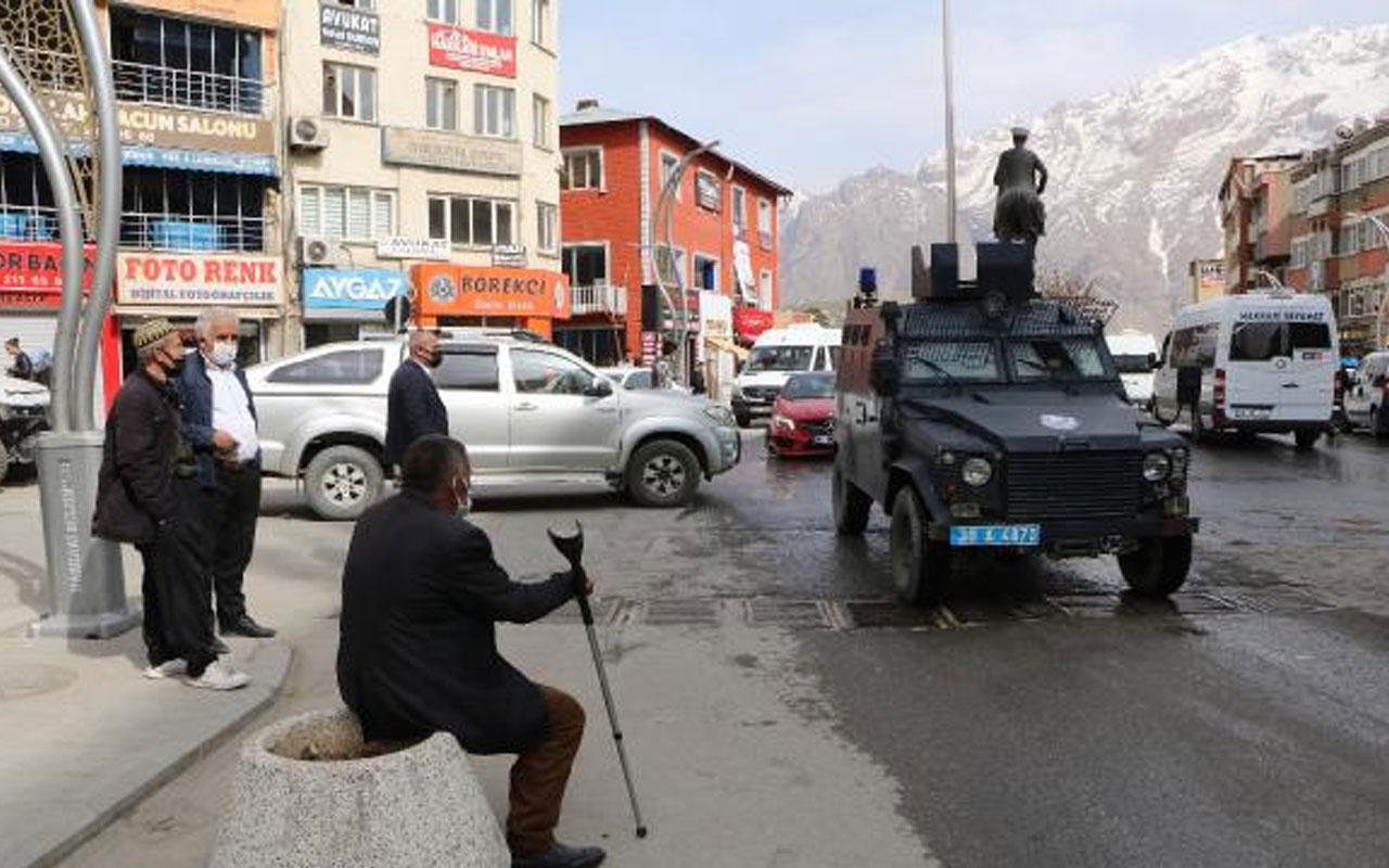 Vakalar 2 kat arttı! Hakkari'de polis zırhlı araçlardan uyarı yapıyor