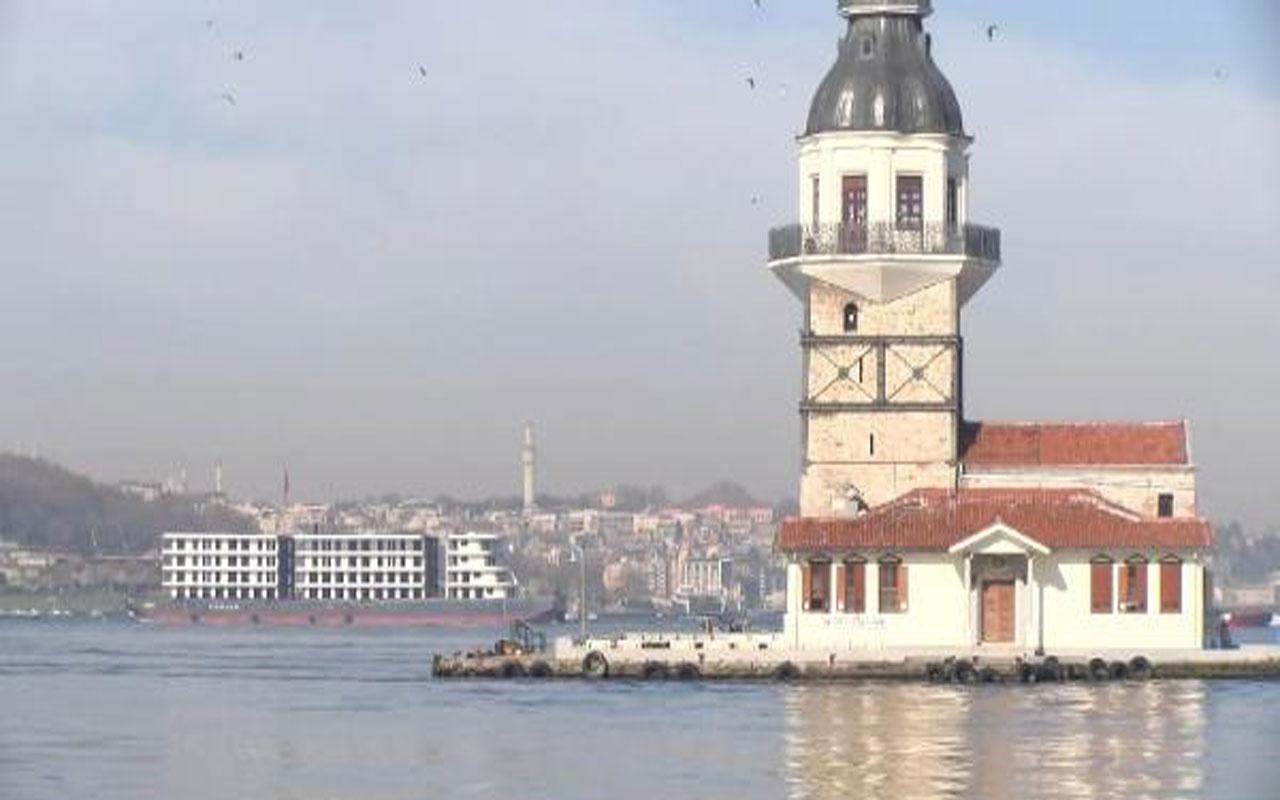 İstanbul Boğazı'ndan 'apartman' geçti! Geçişini 2 saate tamamladı