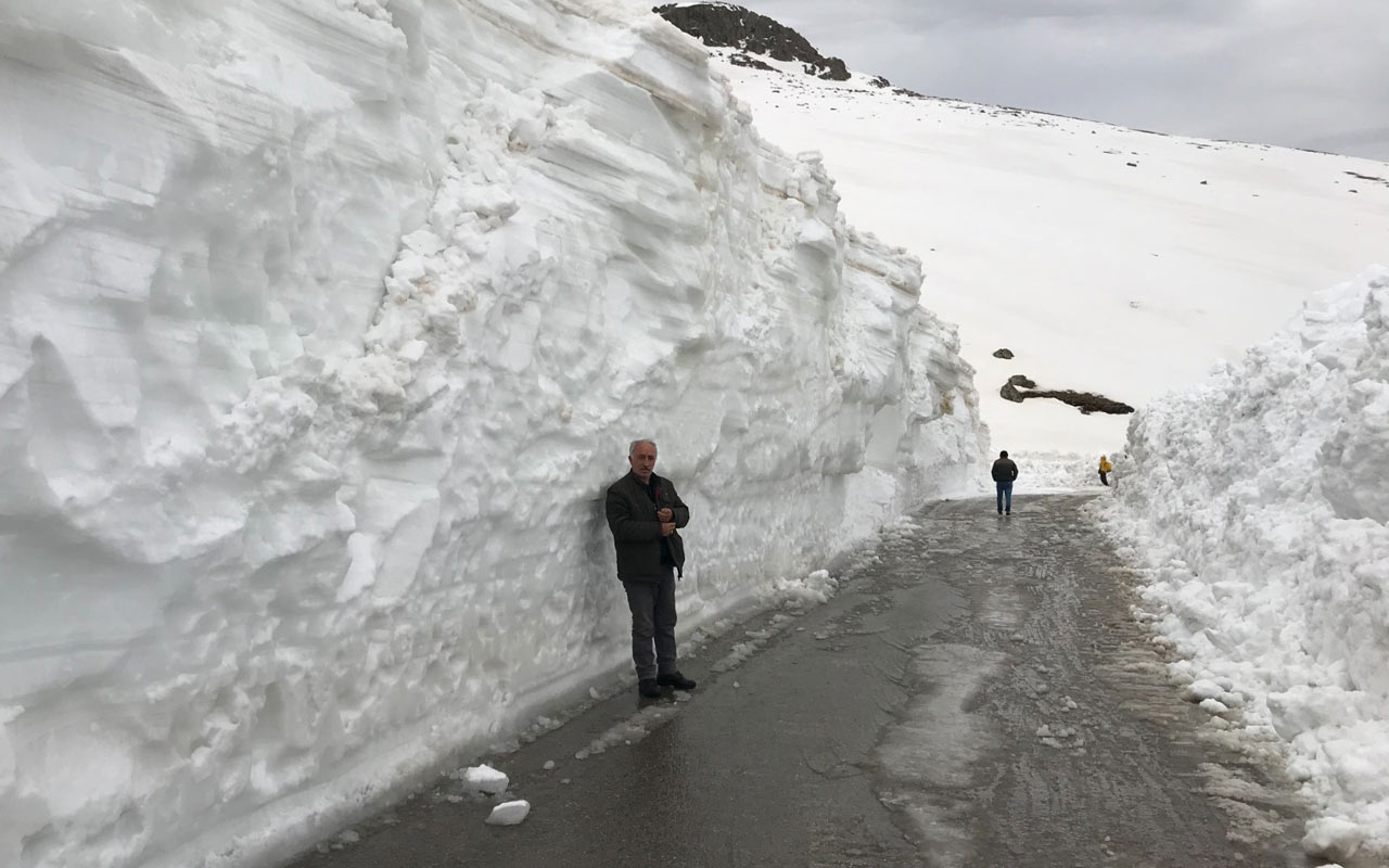 Bayburt'ta 5 metreyi bulan karla mücadele