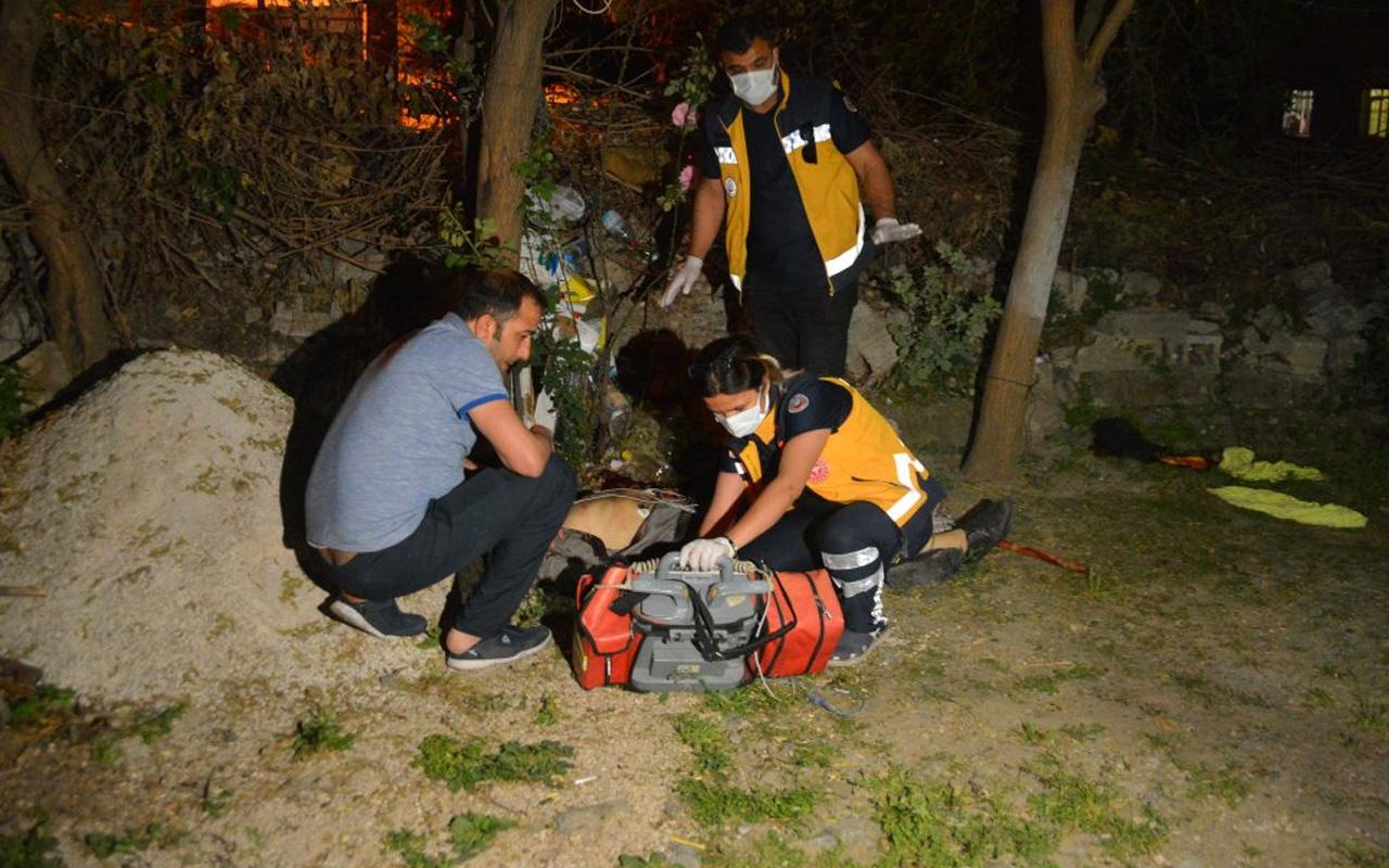 Adana'da bahçede tartıştığı ağabeyini ve babasını bıçaklayarak öldürdü