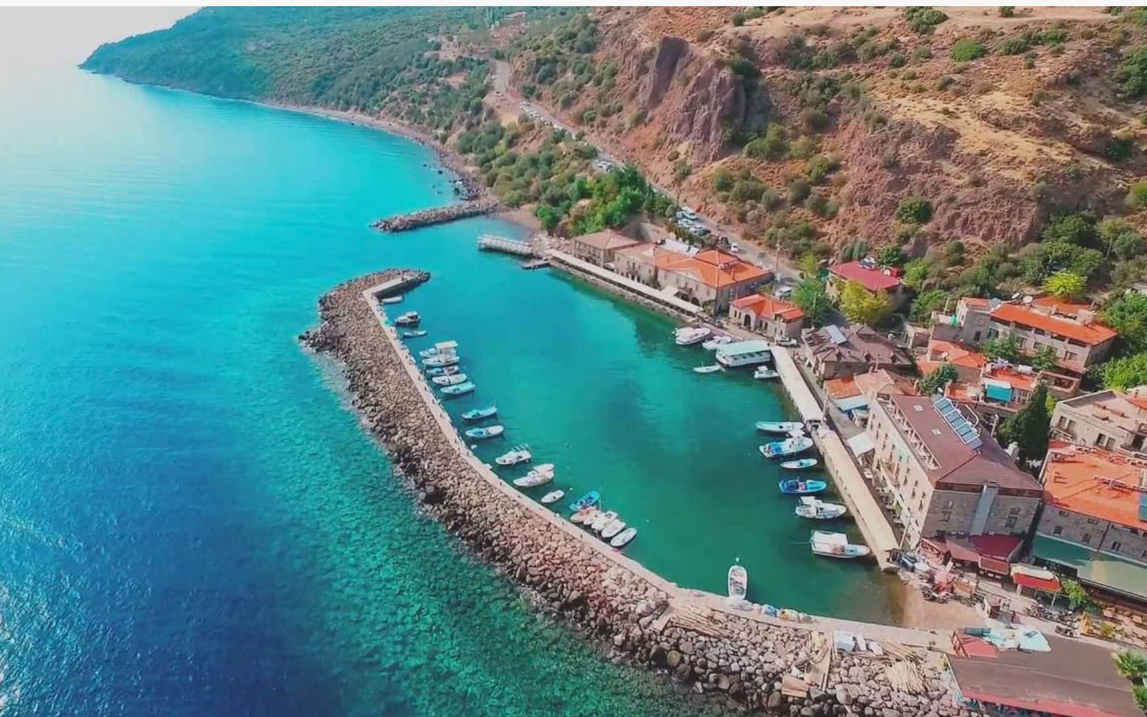 Assos afet bölgesi ilan edildi Behram kale yolu ve tüm oteller 500 gün kapalı