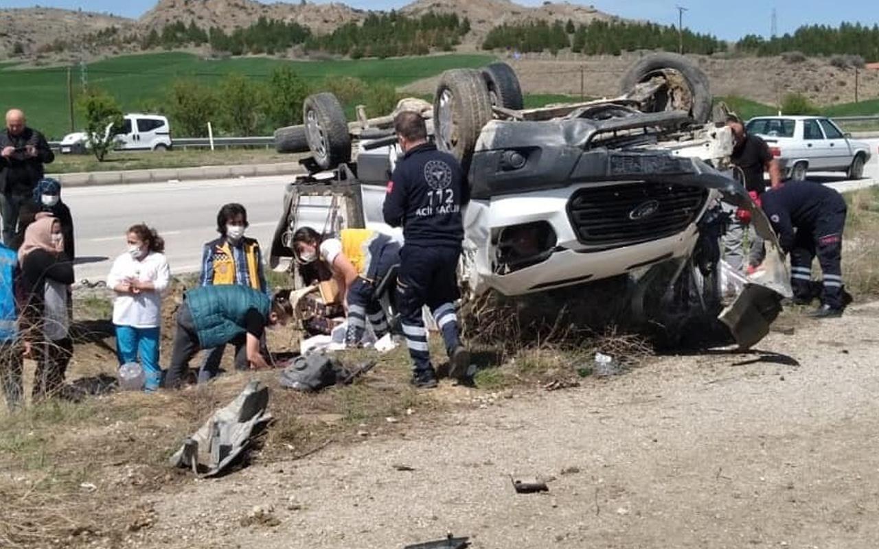 Çorum'da direksiyon hakimiyetini kaybeden araç devrildi: Yaralılar var