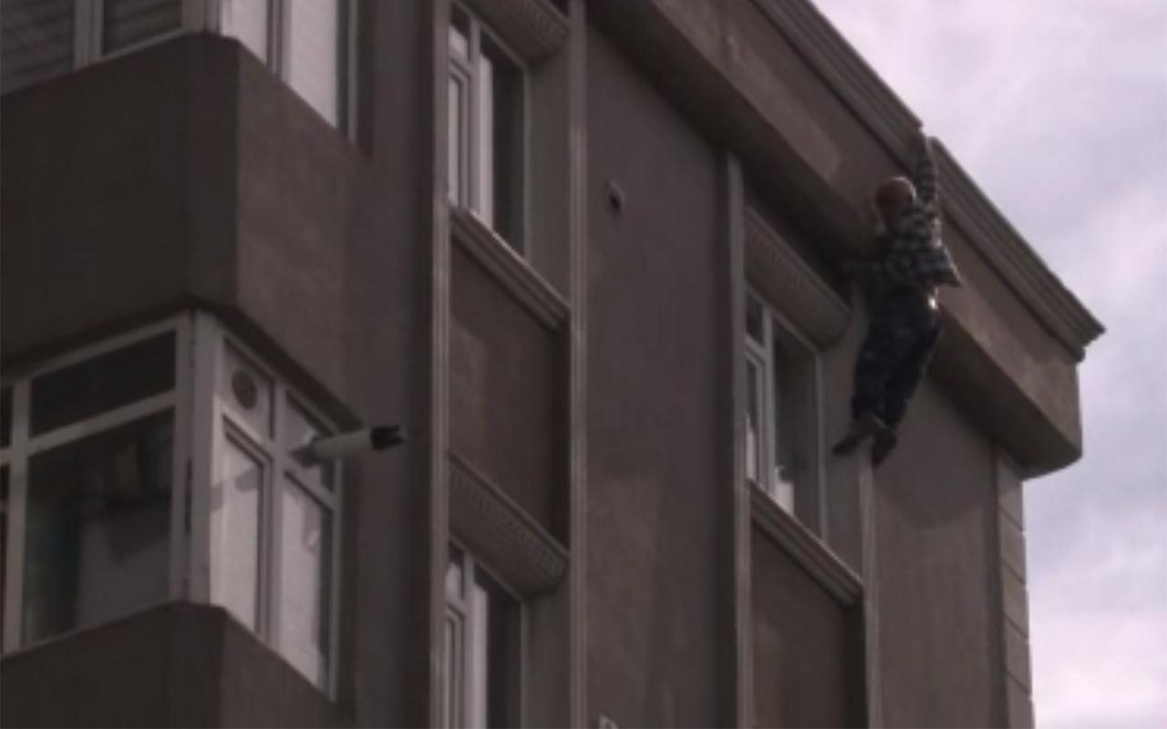 İstanbul Bağcılar'da alevlerden kaçmak için çatıdan atlayan yaşlı adam öldü