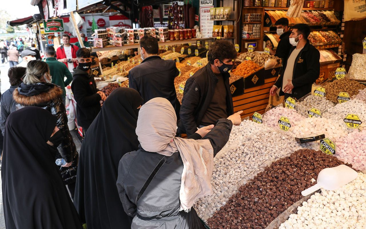 Sanki tüm İstanbul 'Kapanma alışverişi'ni Eminönü'nden yapıyor: Korkmamak elde değil