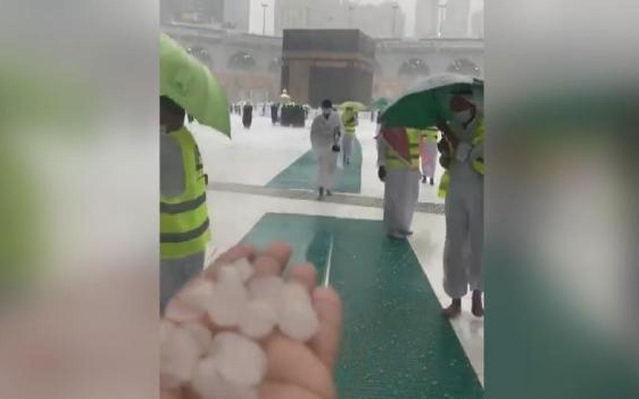Görenler şaştı kaldı! Mekke'ye ceviz büyüklüğünde dolu yağdı