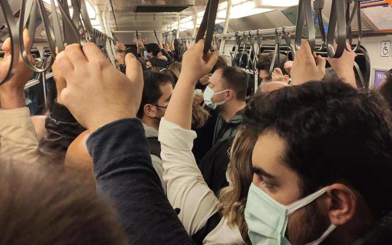 İstanbul'da metro hattında arıza sosyal mesafeyi unutturdu