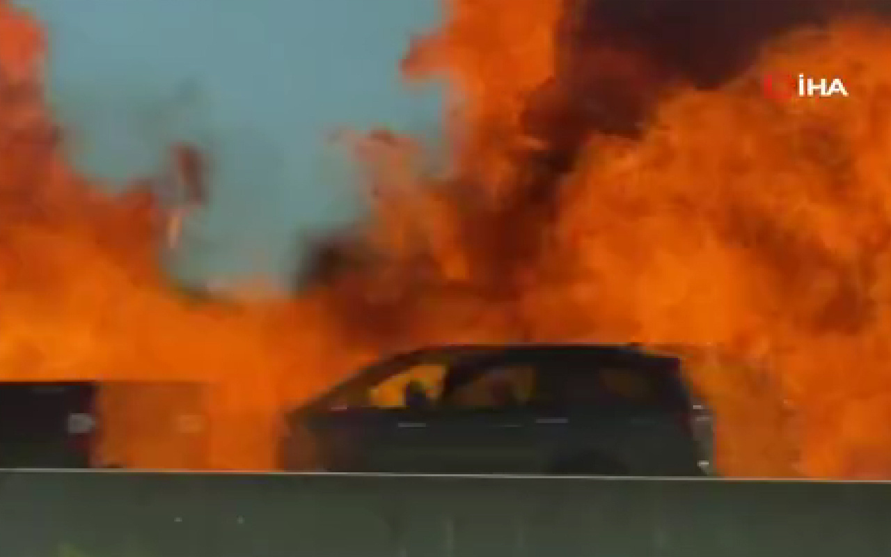 Otoyolda korkunç anlar! Otomobil bir anda bomba gibi patladı