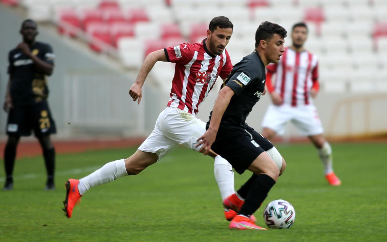 Sivasspor konuk ettiği Yeni Malatyaspor'u tek golle devirdi