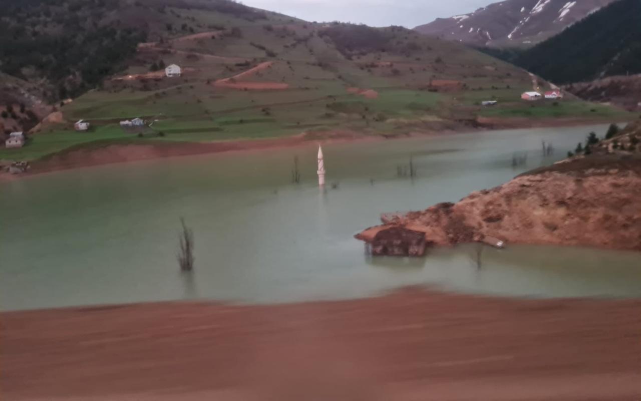 Gümüşhane'de otomobil bariyeri olmayan baraja düştü 1 ölü 1 yaralı