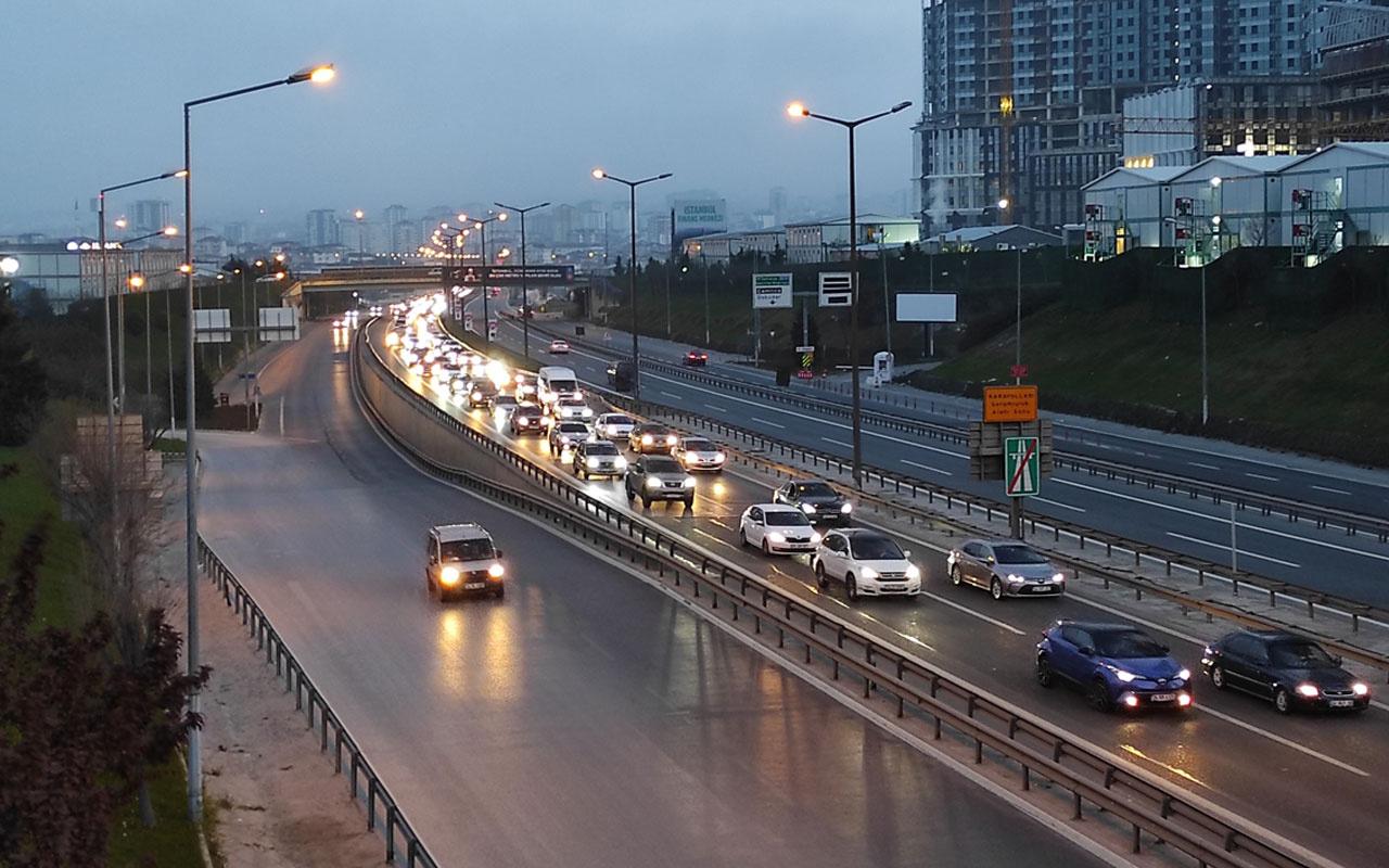 İstanbul'dan 'tam kapanma' göçü devam ediyor! Trafik kilitlendi