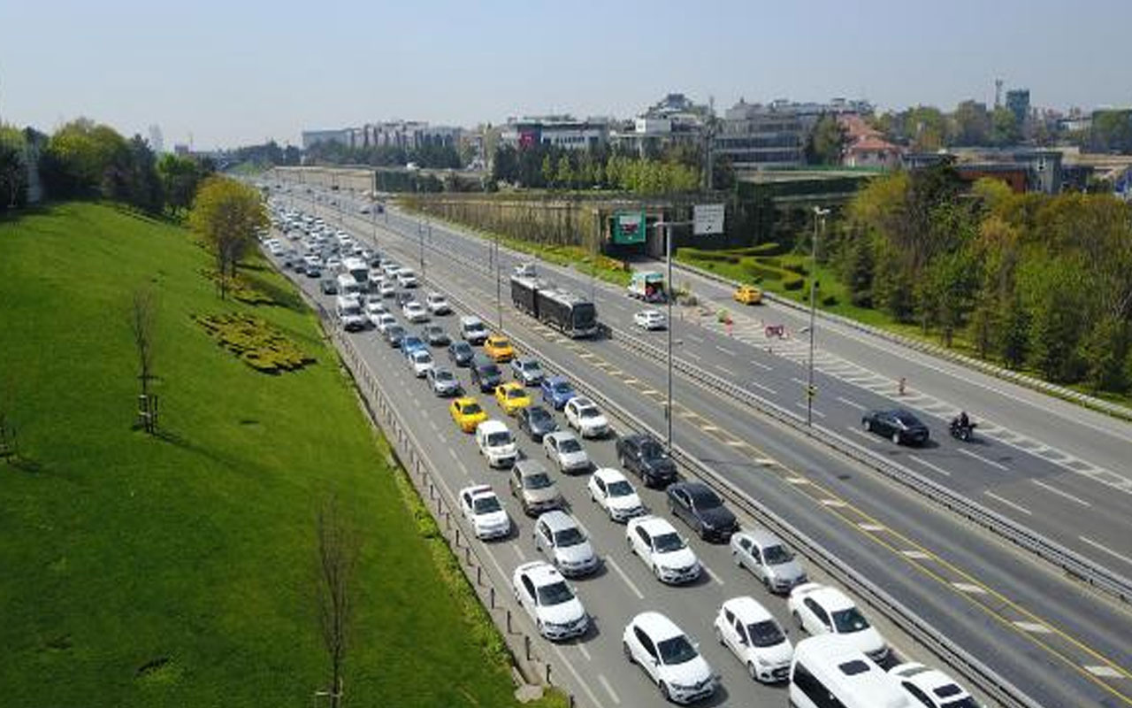 Bu nasıl tam kapanma! İlk günde toplu ulaşım ve trafikte yoğunluk; ek sefer konuldu