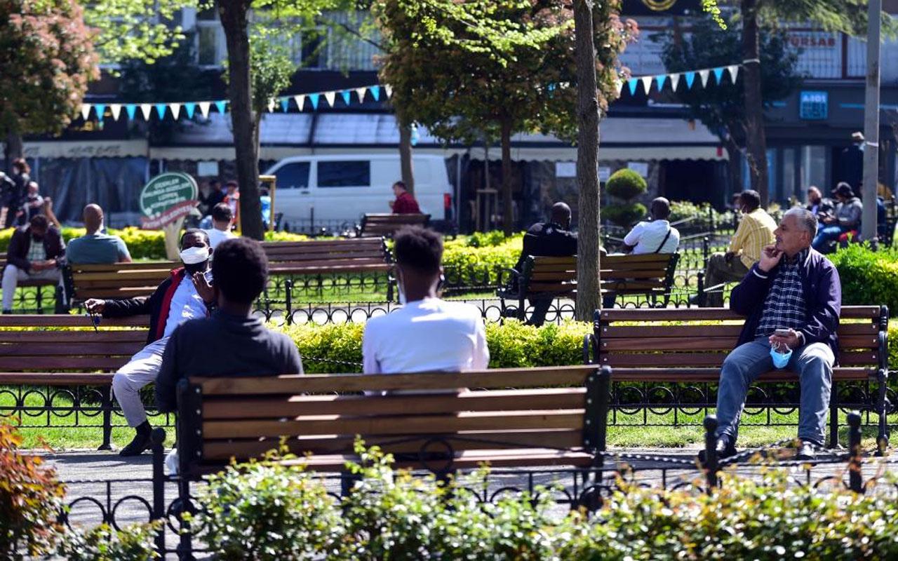 Fatih'te kısıtlamaya uymayanlar parkları doldurdu