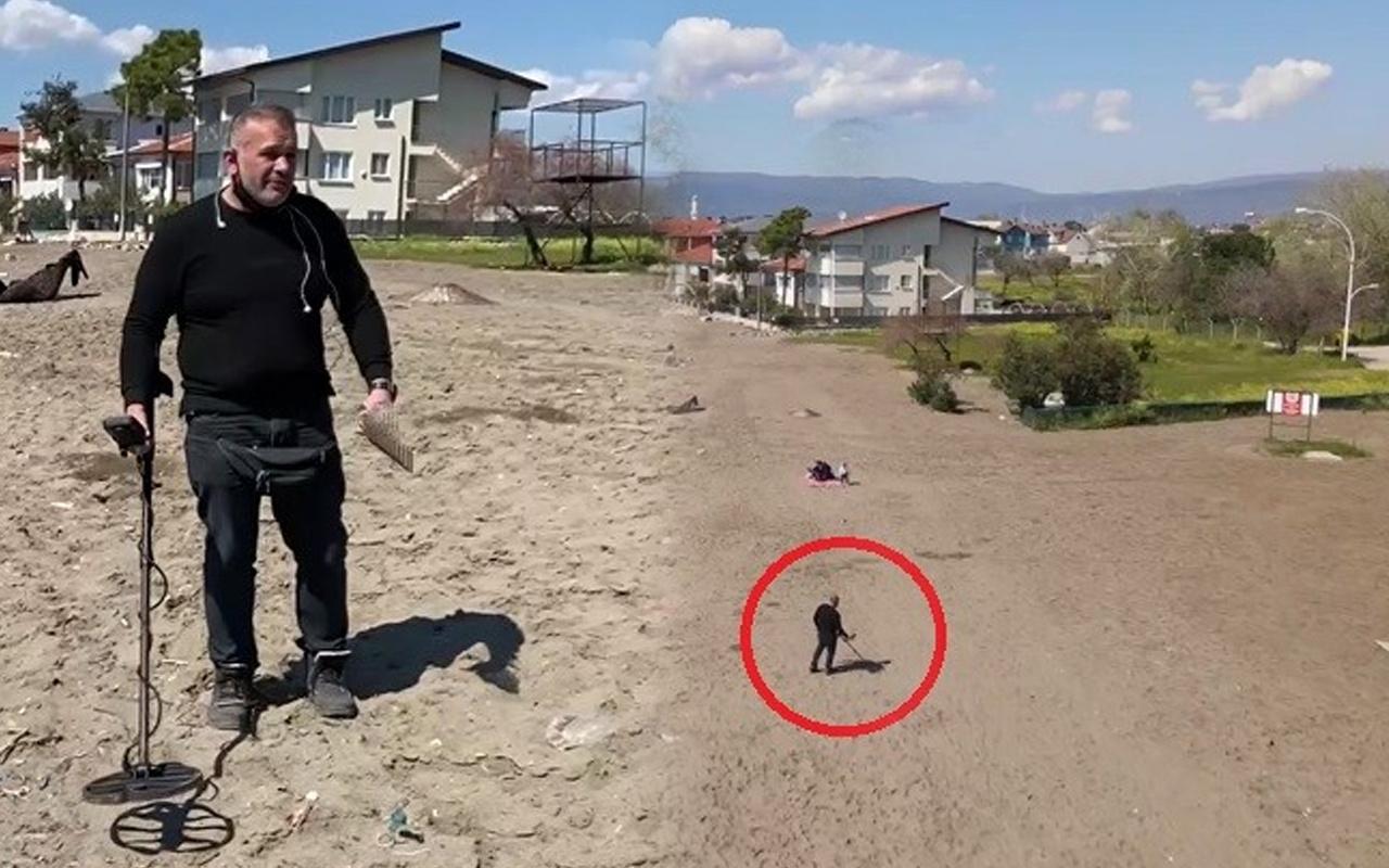 Herkes ona soruyor! Bursa'da plajlarda altın arıyor buldukları görenleri şaşırttı