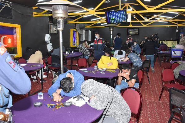 İzmir'de 'Sabri Abi' isimli baskında kumar oynayan 60 kişi yakalandı