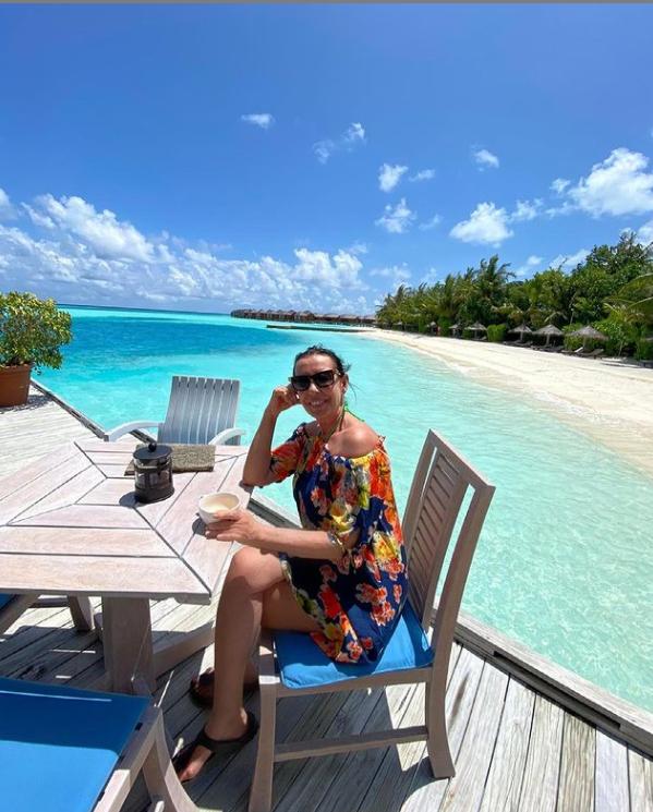 Maldivler'de torunlarıyla tatil yapan Perihan Savaş'tan bikinili paylaşım!