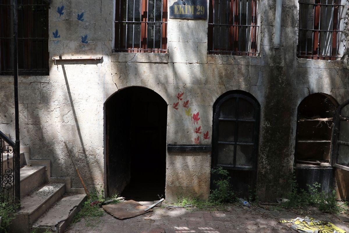 Şeytani plan işe yaramadı! Metruk evden kuyumculara tünel kazdılar ama yakalandılar