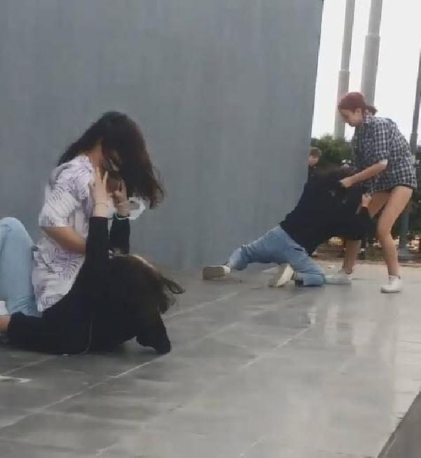 İzmir'de sosyal medya fenomeni olmak için genç kızları öldüresiye dövdüler