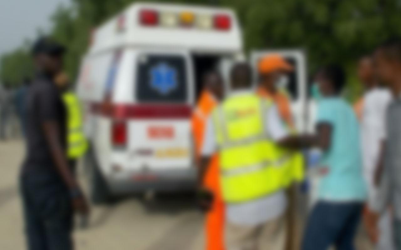 Nijerya'da yolcu ve palmiye yağı taşıyan kamyon kanalizasyona düştü! 10 ölü var