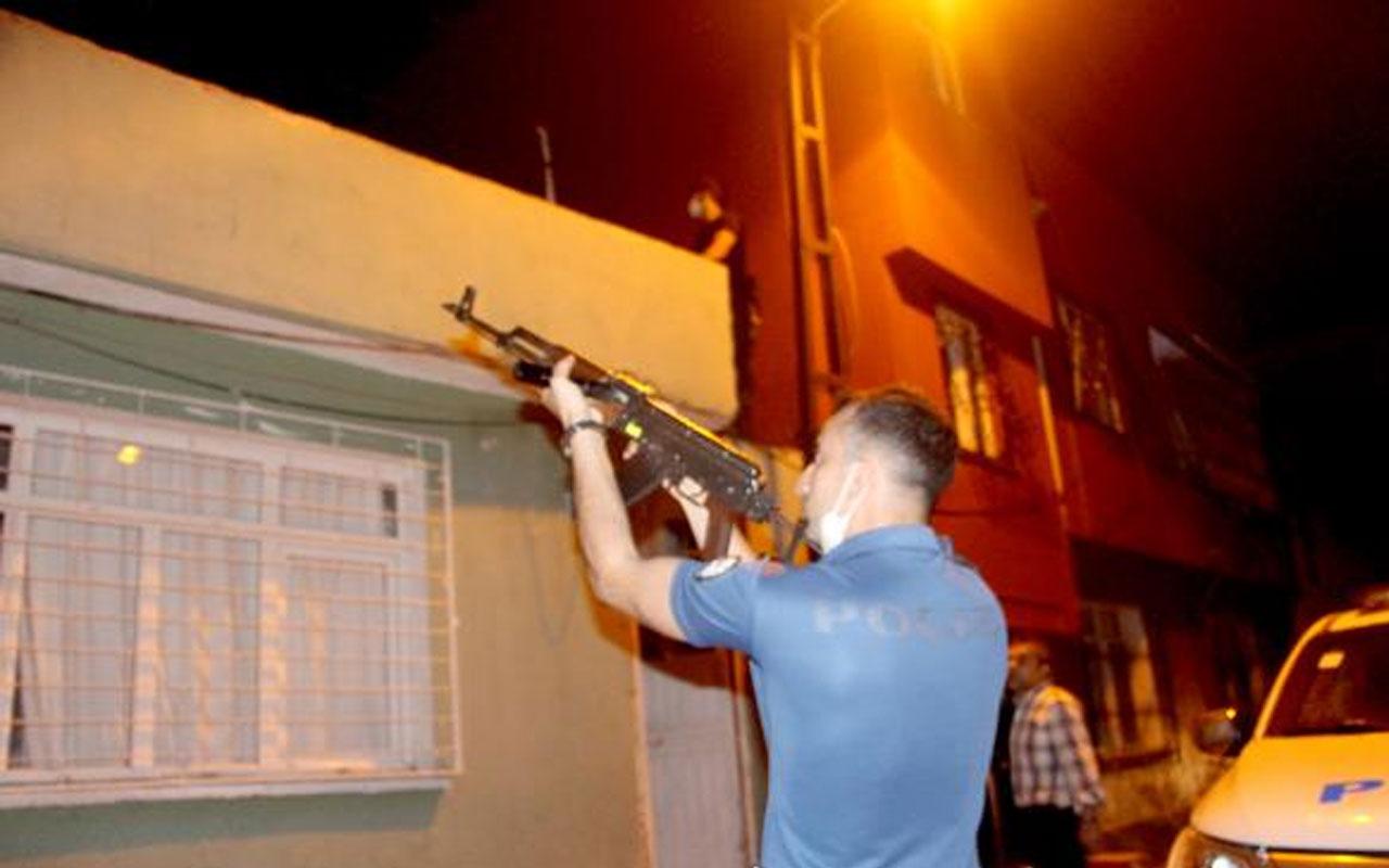 Adana'da hareketli saatler! Pompalı tüfekle polisten kaçan şüpheli evin damında yakalandı