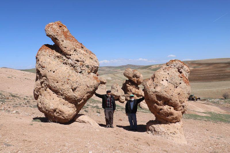 Sivas'ta oracıkta taş kesildiler! Ürküten rivayet! Esrarengiz taşlar görüntülendi