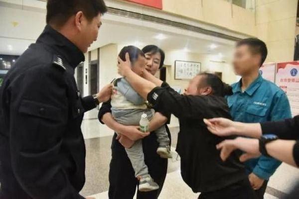 Böyle baba olmaz olsun! 2 yaşındaki oğlunu 202 bin liraya sattı
