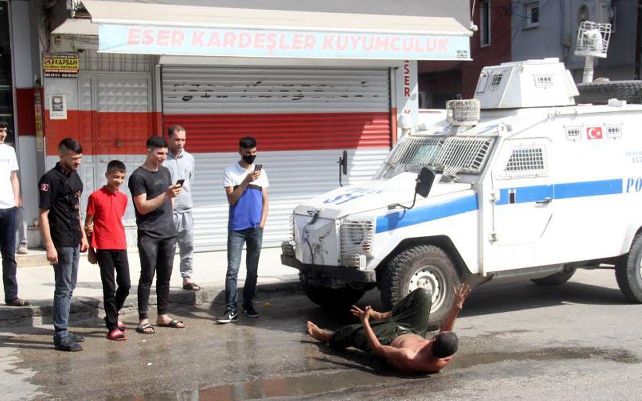 Adana'da psikolojisi bozuk şahıs evden uzaklaştırma kararı alınca ortalığı birbirine kattı