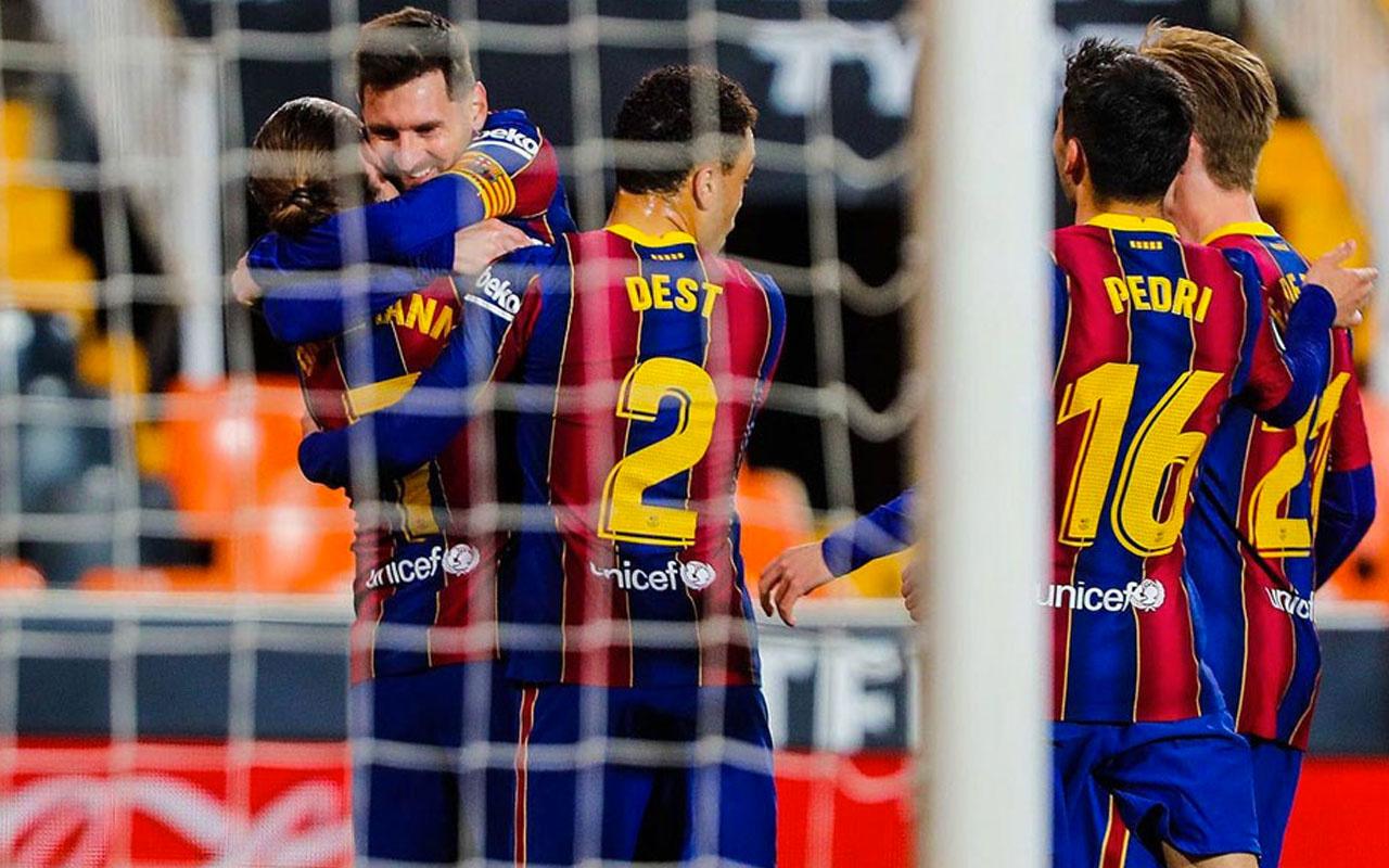 Barcelona, Valencia'yı deplasmanda devirdi