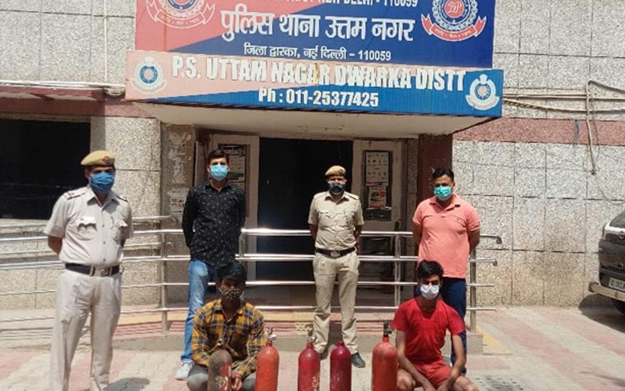Hindistan'da bir kadına oksijen tüpü diye yangın söndürme tüpü satan 2 kişi tutuklandı