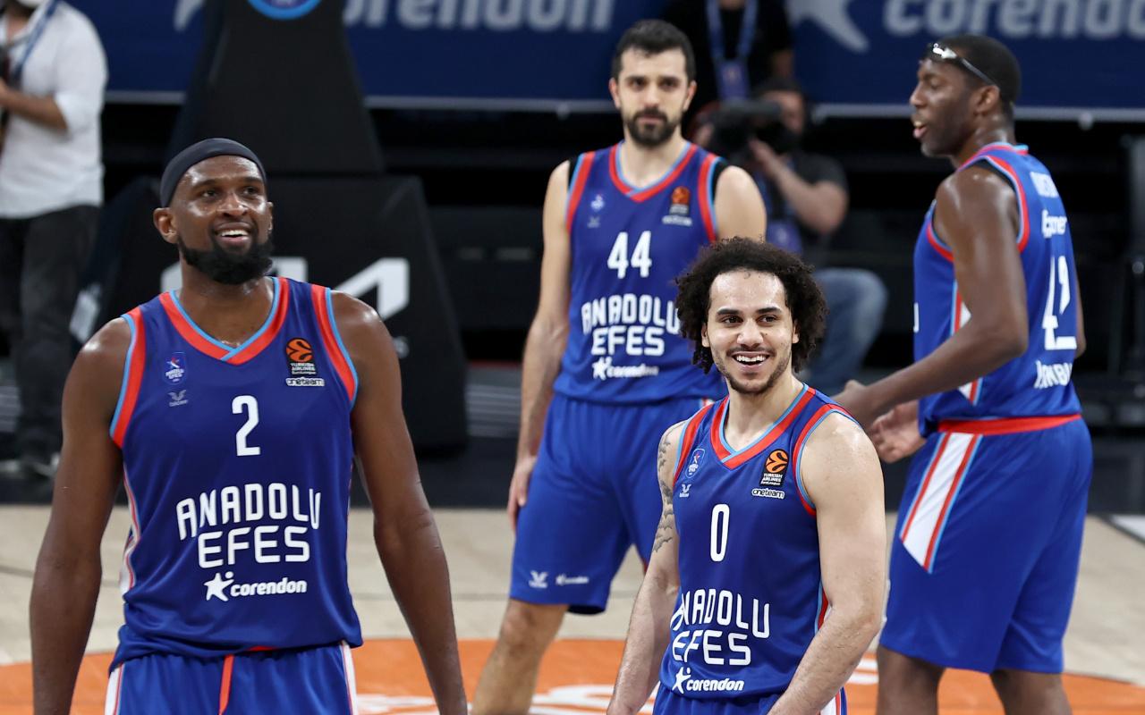 Real Madrid'i deviren Anadolu Efes adını EuroLeague Final Four'a yazdırdı