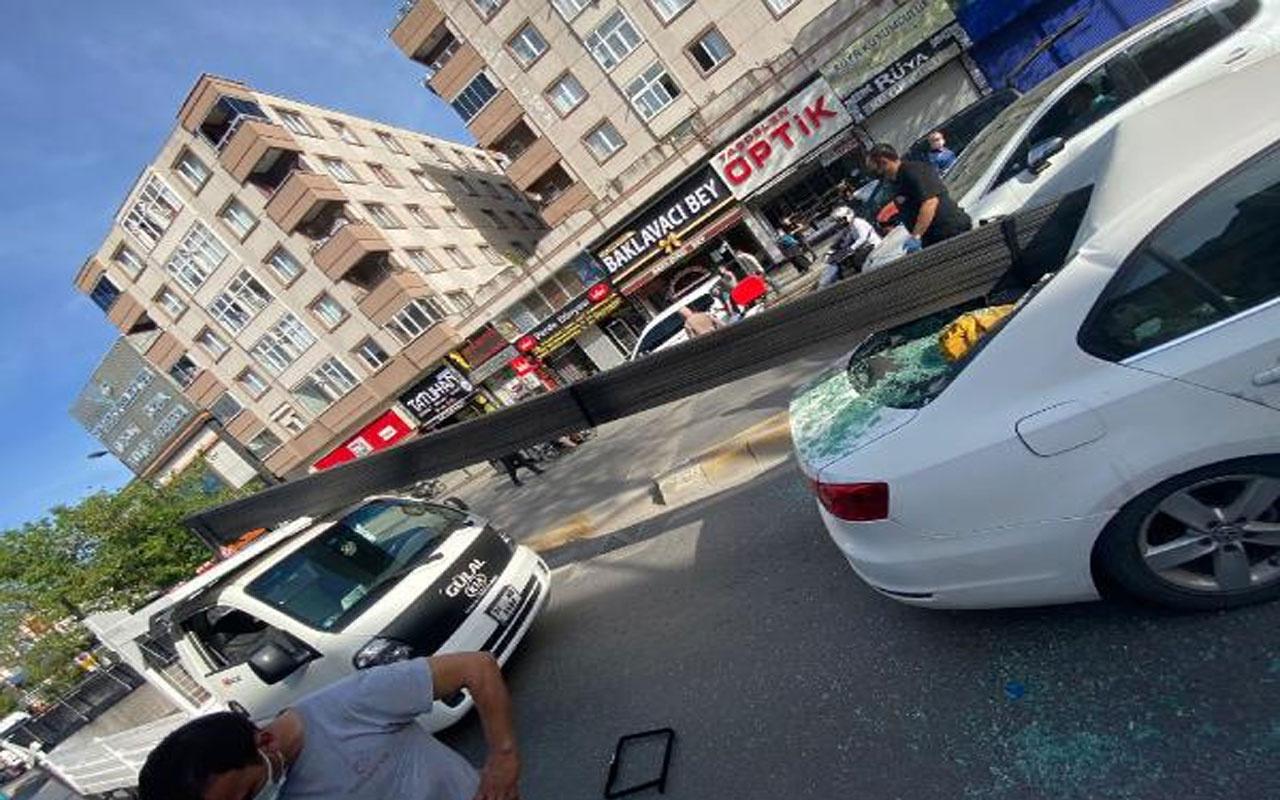 Çekmeköy'de korku dolu anlar! Kamyonetin kasasındaki demirler otomobile saplandı