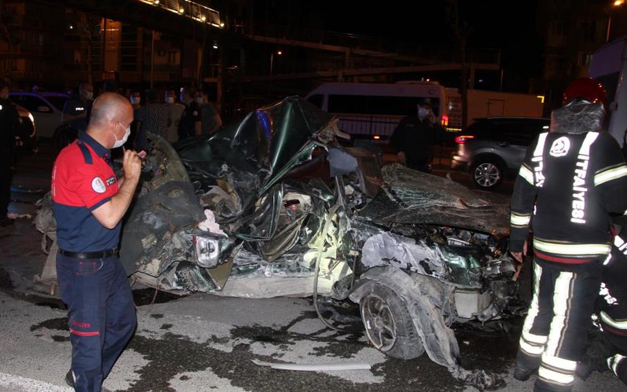 Denizli'de korkunç kaza: Hurda yığınına dönen otomobilde sürücü ağır yaralandı