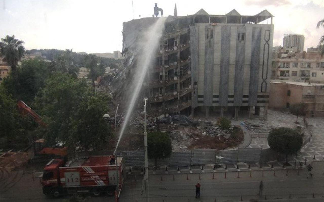 Şanlıurfa'da 39 yıllık 5 katlı belediye binası yıkıldı! İşte o anlar
