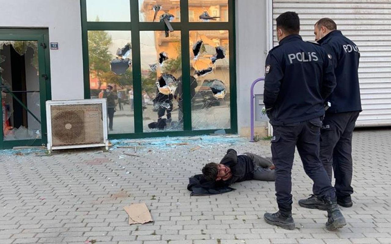 Bursa'da pazar yerinin camlarını kıran saldırgan etkisiz hale getirildi